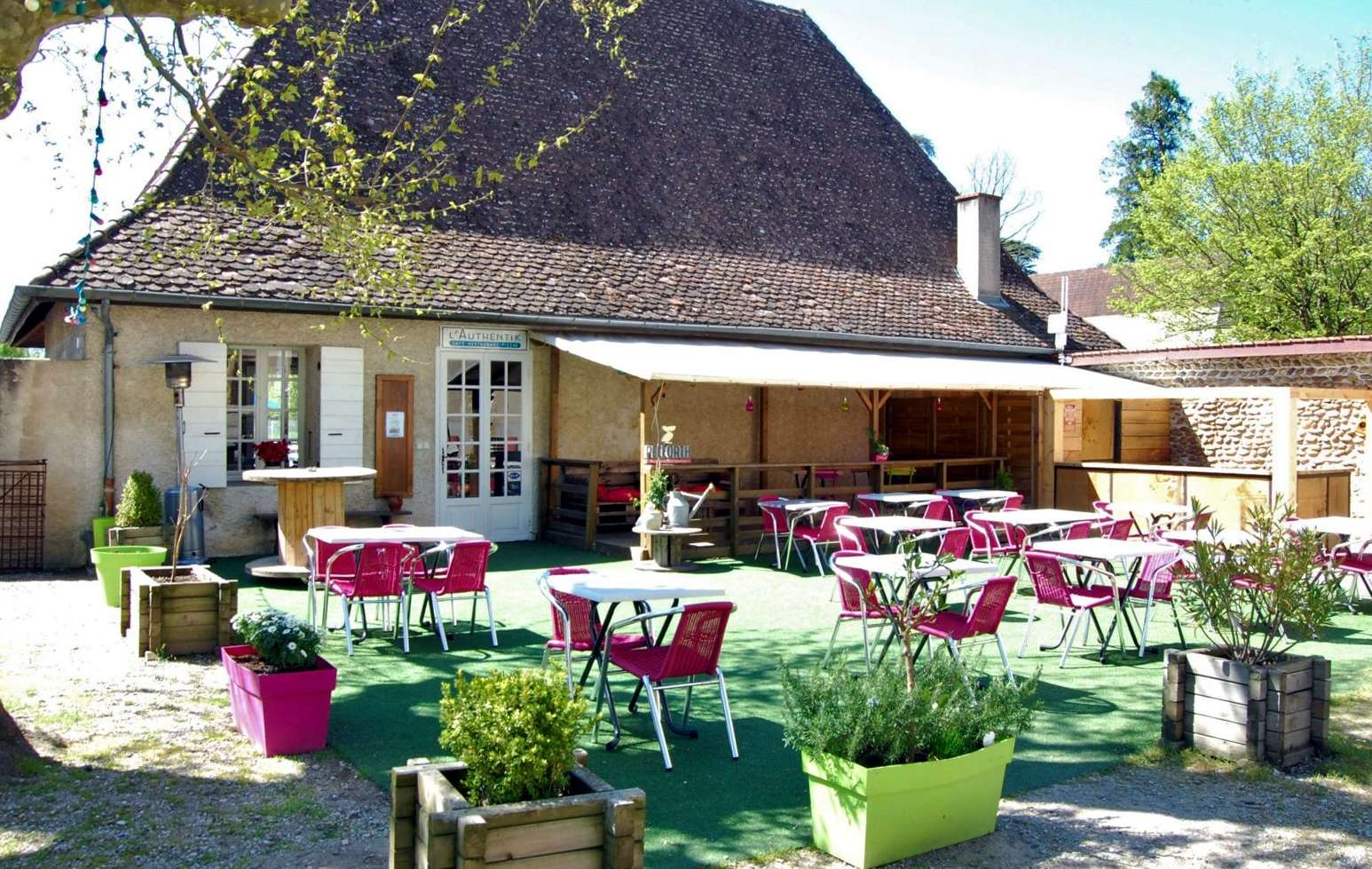 Camping Le Chateau in Hauterives