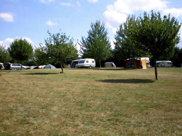 Camping Aire Naturelle L'Oraille, L'Etang Bertrand